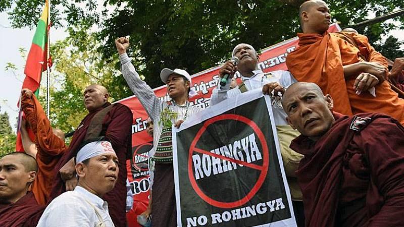 Des extrémistes bouddhistes ont manifesté, le 28 avril, devant l'ambassade américaine à Rangoun. Romeo Gacad/AFP