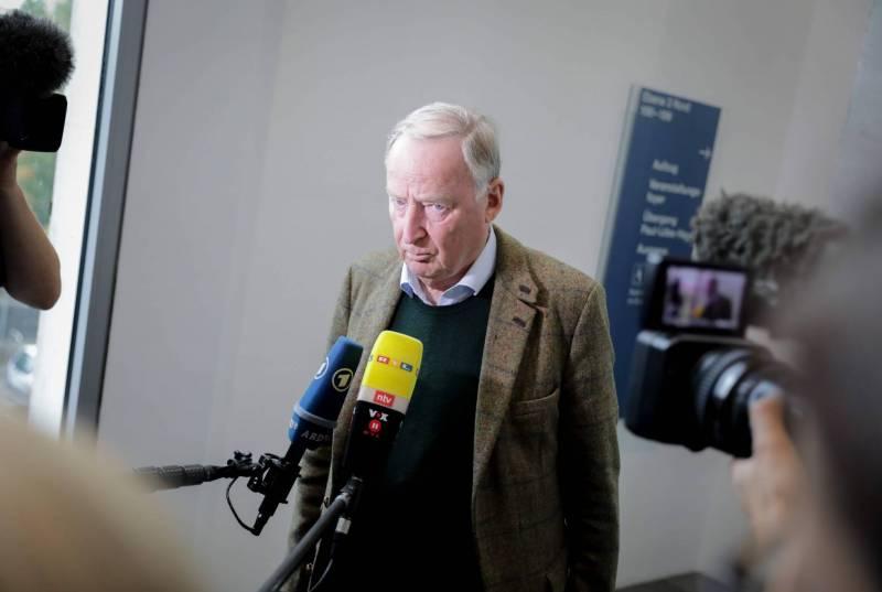 Alexander Gauland, leader du parti d'extrême droite l'AfD (Alternative pour l'Allemagne), s'adresse aux médias en arrivant à une réunion de son groupe parlementaire au Bundestag, le 5 octobre, à Berlin. Kay Nietfeld/DPA/AFP