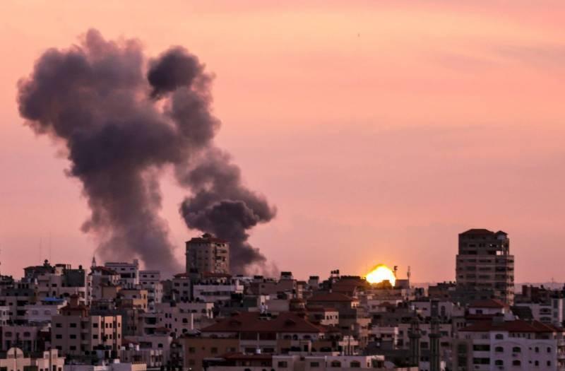 Les chars et avions de chasse israéliens ont bombardé jeudi six positions du Hamas et du Jihad islamique, faisant trois blessés. Mahmud Hams/AFP/Alternative Crop