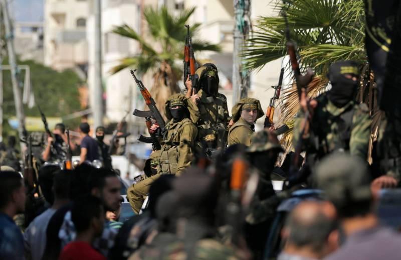 Des combattants du Jihad islamique lors des funérailles d'un des leurs tué par une attaque israélienne. Mahmud Hams/AFP