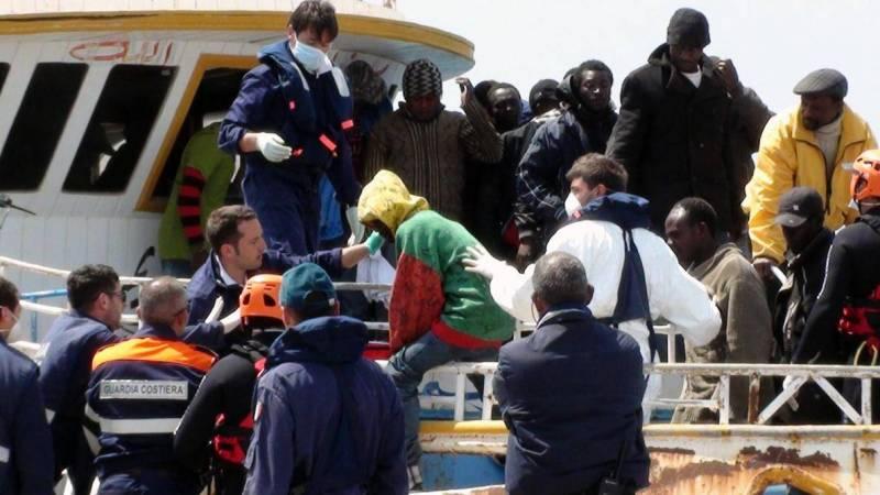 Des migrants en provenance de Libye arrivant à Lampedusa, en Italie. Photo AFP